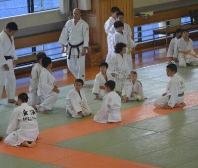 Un professeur de judo arrêté pour violences physiques au Japon